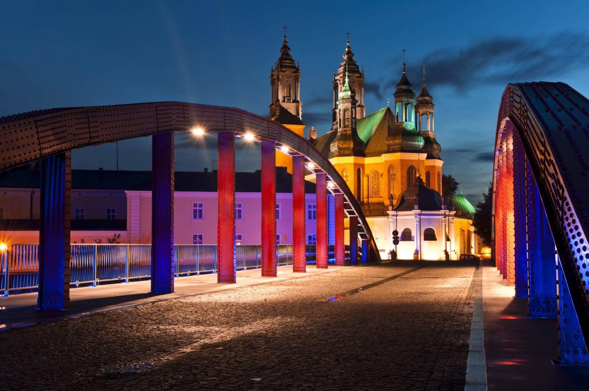 Most świętego Jordana w Poznaniu z Katedrą w tle